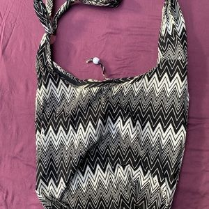 Old Navy Bags - Black and white crossbody bag